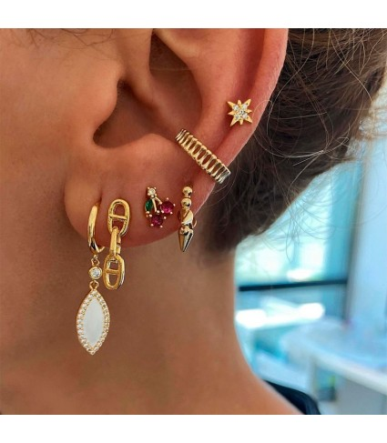 Stripes Gold Ear Cuff_model 1